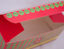 Cardboard box, offset printing, cutter form and die cutting.